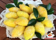 "Fursecuri ""Lămâi"" Romanian Food, Romanian Recipes, Biscuits, Cake Recipes, Deserts, Good Food, Sweets, Cookies, Fruit"