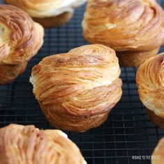 Cruffins – Croissant meets Muffin – Bake to the roots Muffin Recipes, Bread Recipes, Cooking Recipes, Kouign Amman, Donuts, Gula, Bread Rolls, Sweet Bread, Sweet Tooth