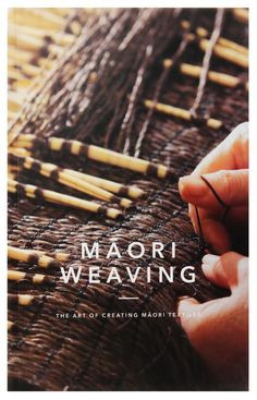 Maori Weaving: The Art of Creating M?ori Textiles - Provides detailed photographs showing the steps in selecting, preparing and weaving flax. Throughout the book, Maori traditional . Flax Weaving, Weaving Textiles, Weaving Patterns, Basket Weaving, Hand Weaving, Meme Costume, Kiwi, Rugby, New Zealand Flax