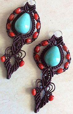 Orecchini etnici realizzati a mano con la tecnica del macramè. Handmade etnic earrings.