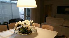 Arranjo com orquídeas brancas