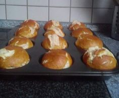 Rezept Laugen-Muffins (Variation von Laugenbreze, Laugenstange, Laugenbrötchen) von -Sarah86- - Rezept der Kategorie Brot & Brötchen