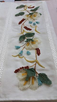 This Pin was discovered by Nur Small Flowers, Diy Flowers, Lace Art, Thread Art, Point Lace, Needle Lace, Lace Making, Hand Embroidery Designs, Cutwork