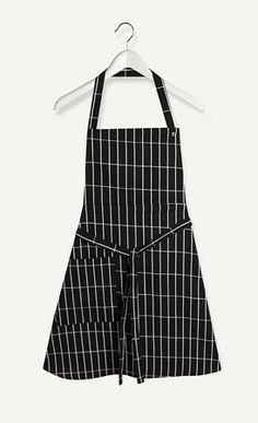 Made of cotton in the Pieni Tiiliskivi print, this apron has a front right pocket, three neckband snap settings, and waist straps. Marimekko, Kitchen Dining, Kitchen Ware, Colorful Decor, Minimalist Design, Different Styles, Apron, Black And White, Cotton