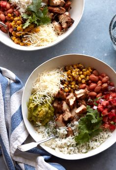 DIY Chipotle Burrito Bowl - What's Gaby Cooking - Dinner Recipes to Try - chicken Chipotle Burrito Bowl, Chicken Burrito Bowl, Burrito Bowls, Chipotle Chicken, Burrito Bar, Fast Healthy Meals, Healthy Recipes, Snacks Recipes, Avocado Recipes