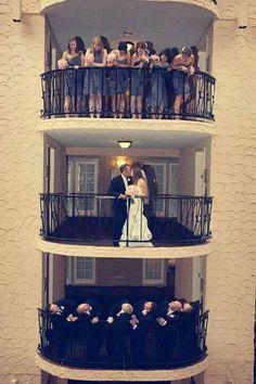 such a cute wedding picture idea♥