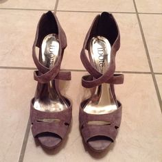 💥CLOSET CLEAR OUT💥 Idoré High Heels Idoré Peep-Toe Gray High Heels. Worn about three times.  Shoes are in very good condition. Idoré Shoes Heels