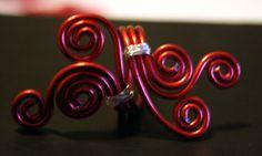 ❖ Anello lavorato a mano regolabile in filo di alluminio rosso ❖
