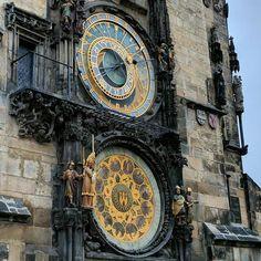 Eine Uhr in #Prag #praha #prague entdecken