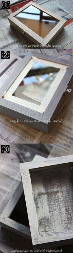 1グレーはムラなく塗るので、何度か乾かしながら、、そこだけ大変だったかな。 あとは、金具のマステがすぐに取れちゃうので、最終的には、金具も塗っちゃったりして。(笑)  あと、ボックスの中の部分はコルクでして。 二つのうち、一つは塗らずに、もう一つは、グレーとホワイトで塗ってみました。 (写真は塗ったもの)   セリアの箱をシャビーなコレクションBOXに♪ : フレンチシックな家作り。Le petit château