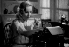 Carole Lombard eating a sandwich. Hollywood Images, Old Hollywood Stars, Golden Age Of Hollywood, Hollywood Celebrities, Vintage Hollywood, Hollywood Glamour, Classic Hollywood, Classic Actresses, Classic Movies