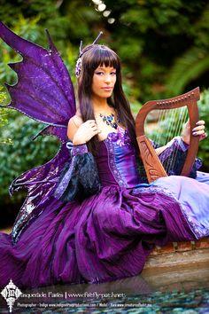 Indigo (It's maybe PURPLE, not Indigo) Masquerade Fairy. Playing on her harp Renaissance Festival Costumes, Renaissance Fair, Elves And Fairies, Fairy Clothes, Steampunk, Malva, Fairy Dress, Maquillage Halloween, Fantasy Costumes