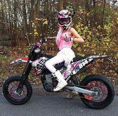 No photo description available. - Dirtyrice, banggers & sliders two - Moto Womens Motorcycle Helmets, Motorcycle Bike, Lady Biker, Biker Girl, Motocross Girls, Dirt Bike Gear, Chicks On Bikes, Motorbike Girl, Hot Bikes
