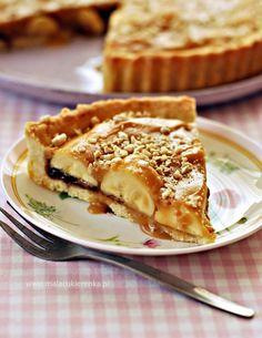 Tarta z bananami i polewą krówkową - PRZEPIS - Mała Cukierenka Sweet Pie, Apple Pie, Food And Drink, Cake, Impreza, Bananas, Interior, Kitchens, Kuchen