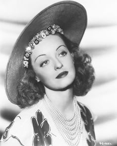 Bette Davis...what a beautiful photo of her