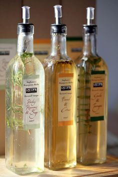 Herb infused vinegars are easy to make but they pack a big punch in the kitchen. Make them by simply pouring vinegar over a big handful of fresh herbs and Flavored Oils, Infused Oils, How To Make Homemade, Homemade Gifts, Kraut, Food Gifts, Fresh Herbs, Diy Food, Food Hacks