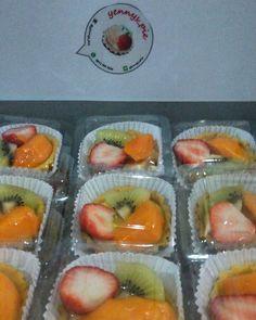 Fresh fruit pie delivery order today.... Thank you for your trust @eka_sanjaya  Strawberry nya pucat...tapi tidak asam lohh... strawberry bibit dari Korea kata nya...#allfresh  #freshfruit #freshfruitpie #dessert #piebuahjakarta #pie #yennys_pie #nofilter