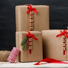 & DIY gift wrapping idea is simple and beautiful! Get the steps and the s. - & DIY gift wrapping idea is simple and beautiful! Get the steps and the s. & DIY gift wrapping idea is simple and beautiful! Creative Gift Wrapping, Creative Gifts, Wrapping Gifts, Cute Gift Wrapping Ideas, Brown Paper Wrapping, Diy Gift Wrap, Cute Gift Ideas, Birthday Wrapping Ideas, Japanese Gift Wrapping