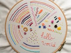 Missing Quotes : Embroidery Sampler : un mémo broderie joli ! Embroidery Stitches Tutorial, Embroidery Sampler, Simple Embroidery, Embroidery Patterns Free, Modern Embroidery, Embroidery For Beginners, Embroidery Hoop Art, Hand Embroidery Designs, Vintage Embroidery