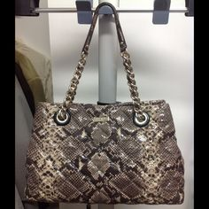 Snake print Kate spade bag Pre-owned in perfect clean condition. No dust bag kate spade Bags Shoulder Bags
