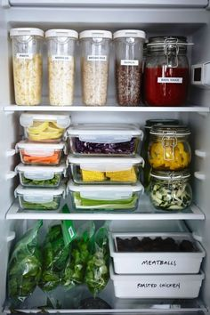 Terrific Glass Meal Prep Containers that Last Forever! is part of Fridge organization - The best glass meal prep containers out there, and they all last forever! Now you don't have to worry about toxic chemicals getting in to your meals! Refrigerator Organization, Pantry Organization, Fridge Storage, Organized Fridge, Clean Fridge, Ikea Kitchen Storage, Fridge Organisers, Smart Storage, Storage Room