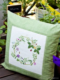 Midsummer / Middle of summer - Evening gatherings . Sewing Pillows, Diy Pillows, Decorative Pillows, Throw Pillows, Hand Embroidery Designs, Embroidery Patterns, Machine Embroidery, Cross Stitch Designs, Cross Stitch Patterns