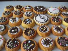 Zobrazit detail - Recept - Hnětynky lité High Sugar, Mouth Watering Food, Thing 1, Mini Cupcakes, Cookie Recipes, Gluten, Cookies, Baking, Salt