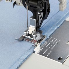 The Pfaff Seam Guide Foot guides your stitching perfectly when joining fabrics. The presser foot is designed to help you keep the seam allowance at the same distance from the edge throughout the project. The Pfaff Seam Guide Foo has a metal guide at i Sewing Tools, Sewing Notions, Sewing Hacks, Sewing Crafts, Sewing Projects, Quilting Tutorials, Sewing Tutorials, Sewing Ideas, Pfaff