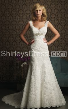 Gorgeous Style Floor-length Wedding Dress With Lace Appliques on Soft Tulle