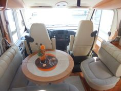 Hymer B678 - lounge with extending table
