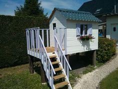 Make a children's log cabin with pallets