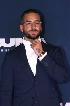 Just 70 Photos of Maluma Doing What He Does Best: Being Drop-Dead Sexy Beautiful Men Faces, Gorgeous Men, Beautiful People, Maluma Haircut, Semi Casual Outfit, Casual Outfits, Maluma Style, Maluma Pretty Boy, Moccasins Outfit