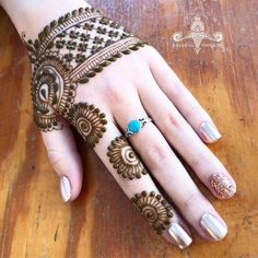 easy and simple backhand mehndi designs - Mehinde - Hand Henna Designs Finger Henna Designs, Back Hand Mehndi Designs, Mehndi Designs 2018, Mehndi Designs For Girls, Modern Mehndi Designs, Mehndi Design Photos, Wedding Mehndi Designs, Mehndi Designs For Fingers, Dulhan Mehndi Designs