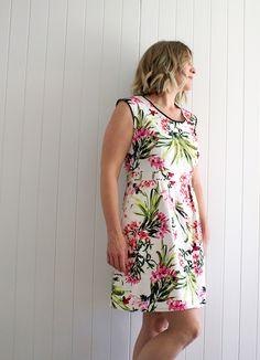Deer and Doe. Belladone Dress, Robe Belladone, Belladone Review. Deer and Doe Review, Floral Dress, Sewing, Me Made Wardrobe,