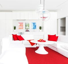 Red and white in powerful combination. Photo Hanne Manelius / Glorian koti