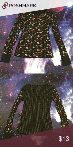Fox Thermal with Skull and Heart Print 💔💔 This is a thermal by Fox Racing. Originally purchased at Zumiez a few years ago. Has been worn a few times, but this shirt is in excellent condition. The print is skull with crossbones and broken hearts. Comes from a pet friendly, smoke free home. Make me an offer! Fox Tops Tees - Long Sleeve