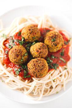 Ikea Style Vegan Meatballs | http://simpleveganblog.com/ikea-style-vegan-meatballs/