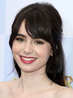 Lily Collins' 10 Best Hair and Makeup Looks Lily Collins LA Top 10 hair and make-up looks: LA premiere of Mirror, Mirror, 2012 beauty editor. Lily Collins Makeup, Lily Collins Hair, Lily Collins Style, Hairstyles With Bangs, Pretty Hairstyles, Beauty Secrets, Beauty Hacks, Beauty Crush, Make Up Looks