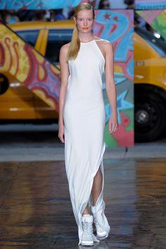 DKNY Spring 2014 Ready-to-Wear Fashion Show