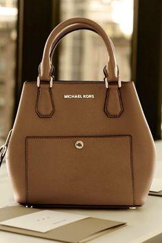 Michael Kors Handbags Discover the largest collection of for women. Mk Handbags, Handbags Michael Kors, Michael Kors Bag, Designer Handbags, Cute Purses, Purses And Bags, Big Purses, Michael Kors Outlet, Mk Bags