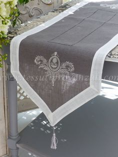 """Center strip / runner series """"Elegance"""" Autrefois - Runner, strisce centrotavola e tovagliette shabby chic e provenzali - Farmhouse Table Runners, Burlap Table Runners, Shabby Chic Crafts, Tablerunners, Learn Embroidery, Table Arrangements, Soft Furnishings, Upholstery, Diy Crafts"""