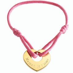 Simple mais élégant, ce bracelet coeur à graver ravira toute maman. #braceletcoeur #heartbracelet