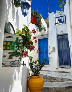 The Cycladic pureness at Amorgos island (Αμοργός) Mykonos, Santorini Villas, Athens Greece, Cyclades Islands, Greece Islands, Paros, Wonderful Places, Beautiful Places, Front Porches