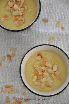 Crema di patate con scaglie di parmigiano e mandorle