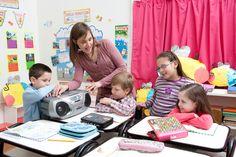 8 actividades para introducir la música en las clases de lengua y literatura Utilizar la música como herramienta no implica que tengamos que ser maestros de música. Hay muchas maneras de utilizar la música en nuestras clases diarias, sin requerir de conocimientos específicos.