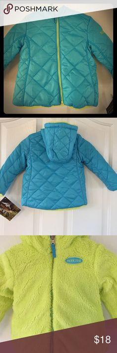 New Pacific Trail reversible coat New Pacific Trail reversible coat. Water and wind resistant shell, high loft, synthetic insulation for warmth Pacific Trail Jackets & Coats Puffers