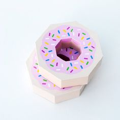Paper donut. Super cute giftbox or decoration (+ free printable template)