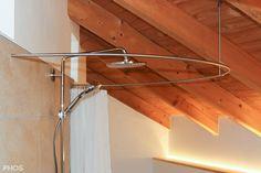 Duschvorhangstange an Dachschräge