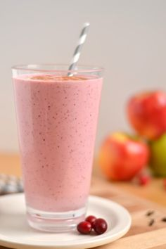 A sour candy flavored apple smoothie made with homemade applesauce, warming apple pie spices and tart frozen cranberries. Cranberry Smoothie, Apple Smoothies, Juice Smoothie, Smoothie Recipes, Healthy Smoothies, Healthy Drinks, Healthy Food, Smoothie Cleanse, Blender Recipes