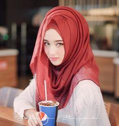 Hijabi Girl, Girl Hijab, Hijab Outfit, Muslim Wedding Dresses, Wedding Hijab, Cute Muslim Couples, Muslim Girls, Stylish Girls Photos, Stylish Girl Pic